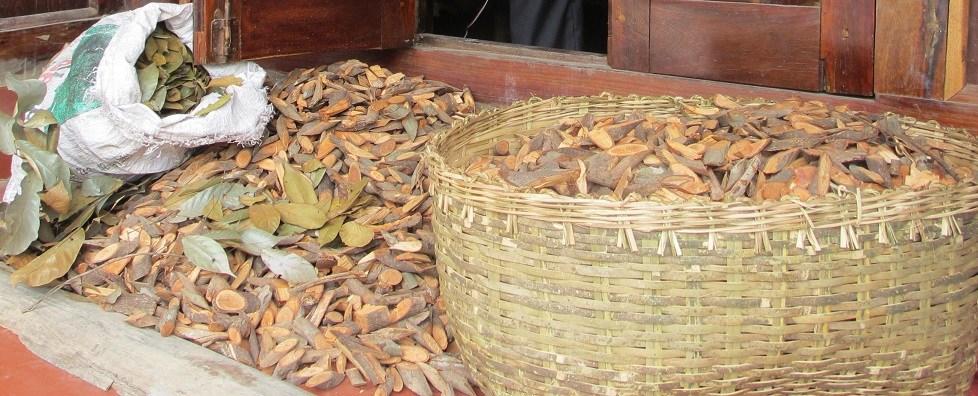 Nguyên liệu thảo dược để làm men lá phục vụ nấu rượu thóc