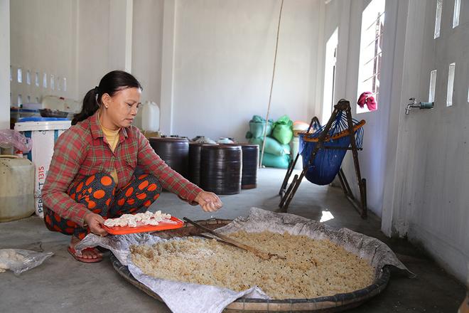 Gạo nếp là nguyen liệu chính để nấu rượu nếp