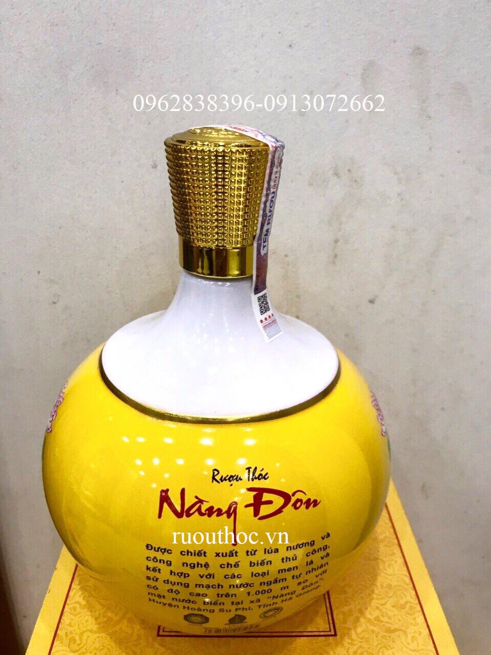 Rượu thóc Nàng Đôn hộp quà màu vàng rất sang trọng