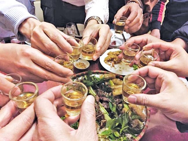 Người Bắc thường sử dụng rượu trong những bữa nhậu.