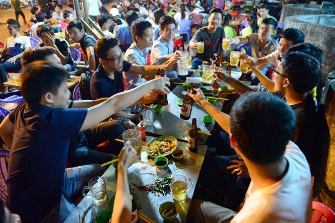 Dù là người Bắc hay người Nam, thì nhậu nhẹt là một nét văn hóa của người Việt ta.