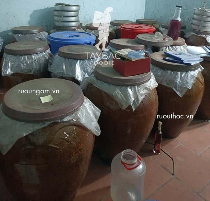 Sử dụng chum sành để ủ cơm rượu